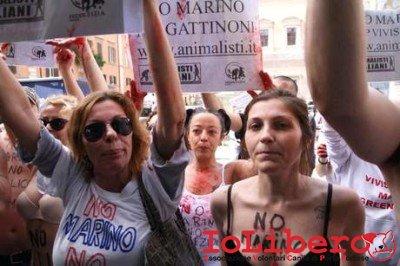 ROMA: MARINO CONTESTATO DA ANIMALISTI A CAMPO DE' FIORI